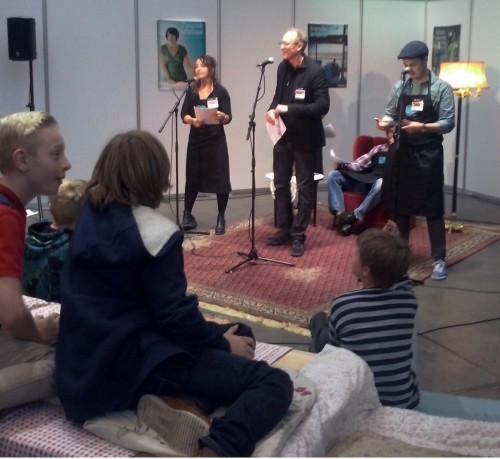 """Fullcast oplæsning af """"Minutmysterier"""" med bl.a. Lars Mikkelsen var en publikumssucces på BogForum."""